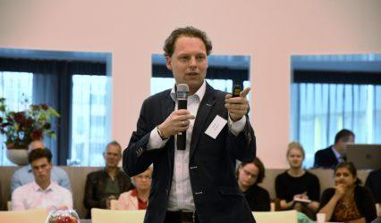 Presentatie moreel leider en leiderschap Nick Nijhuis